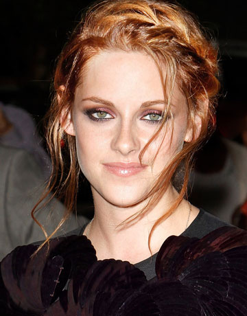 Kristen Stewart Short Hair 2010. She had become red hair before